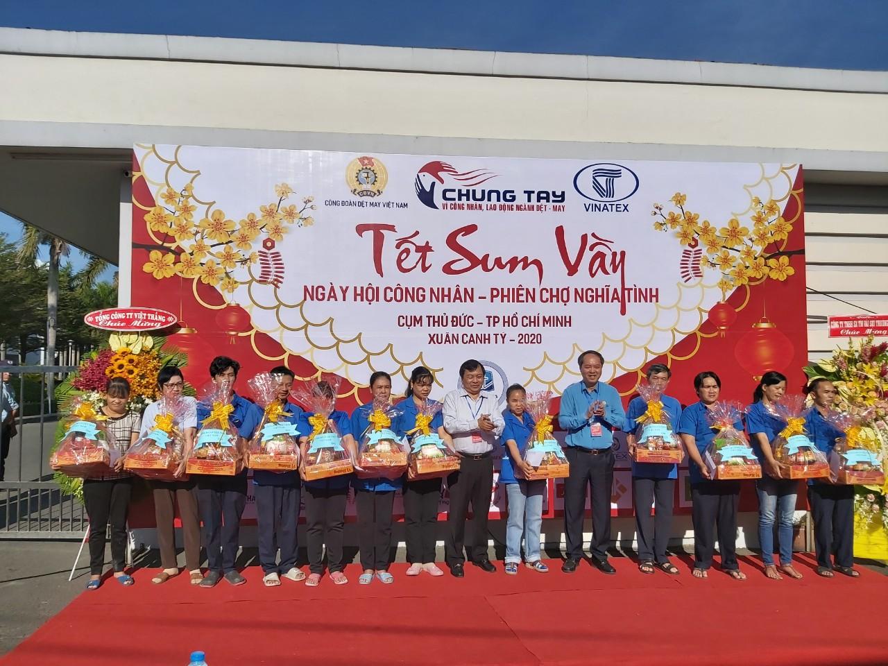"""Chương trình """"Tết sum vầy - Ngày hội công nhân – Phiên chợ nghĩa tình"""" được tổ chức tại TP. HCM"""