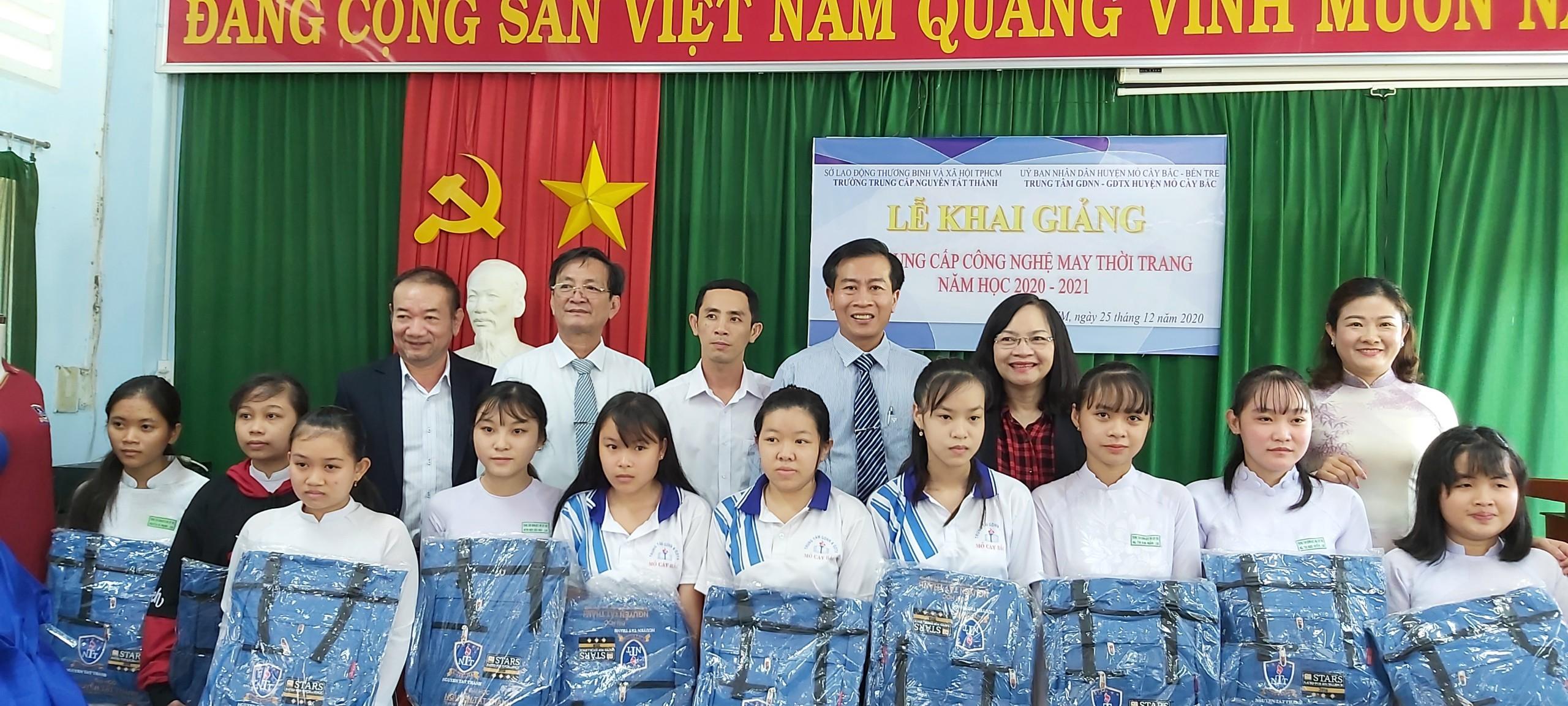 Lớp trung cấp Công nghệ may thời trang được khai giảng tại huyện Mỏ Cày Bắc, tỉnh Bến Tre