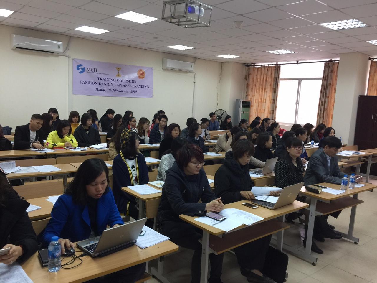 Hơn 60 học viên tham dự Khóa đào tạo thiết kế thời trang - quản trị sản xuất của METI