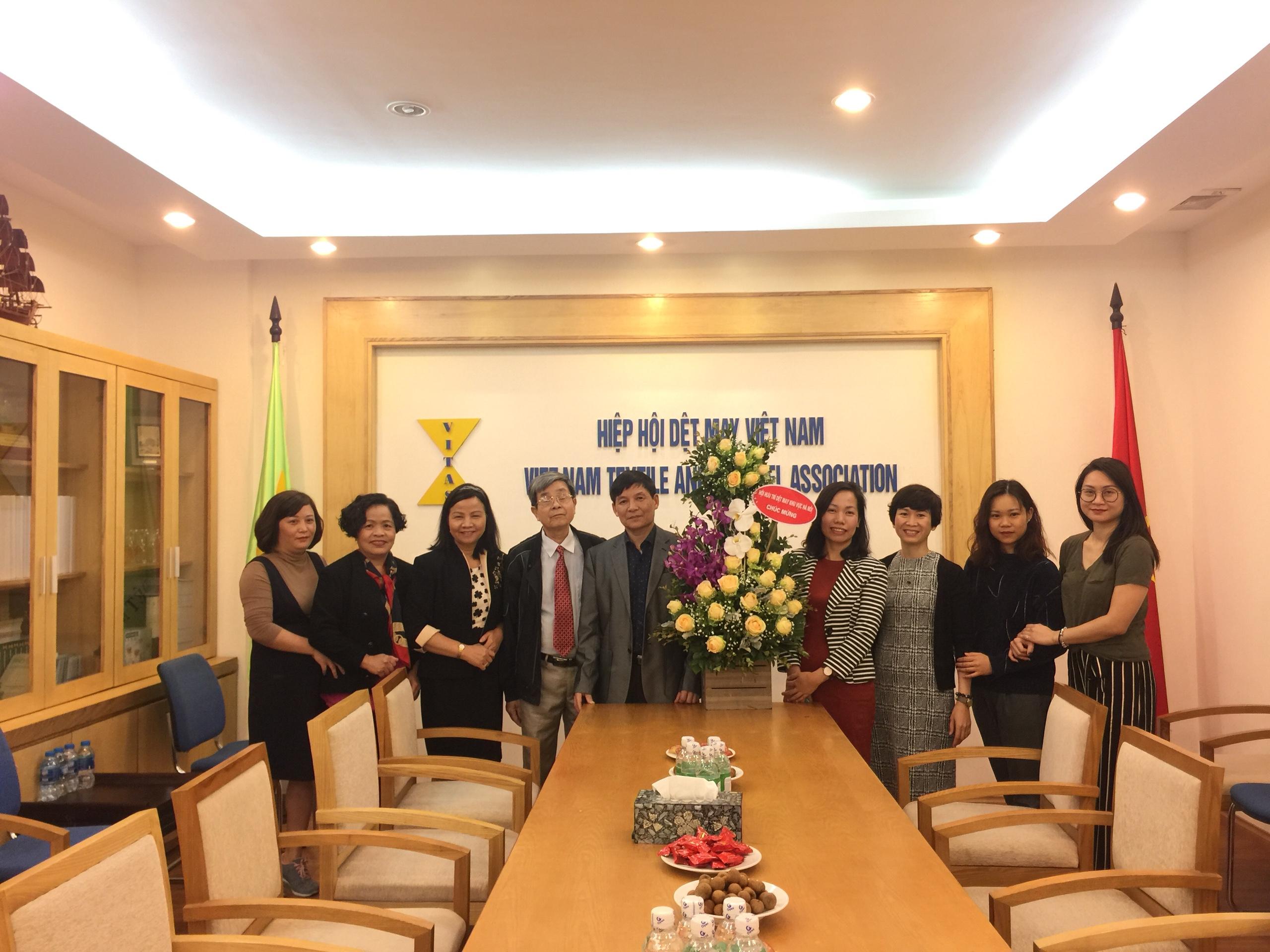 Chào mừng Ngày truyền thống Ngành Dệt May Việt Nam 25/3