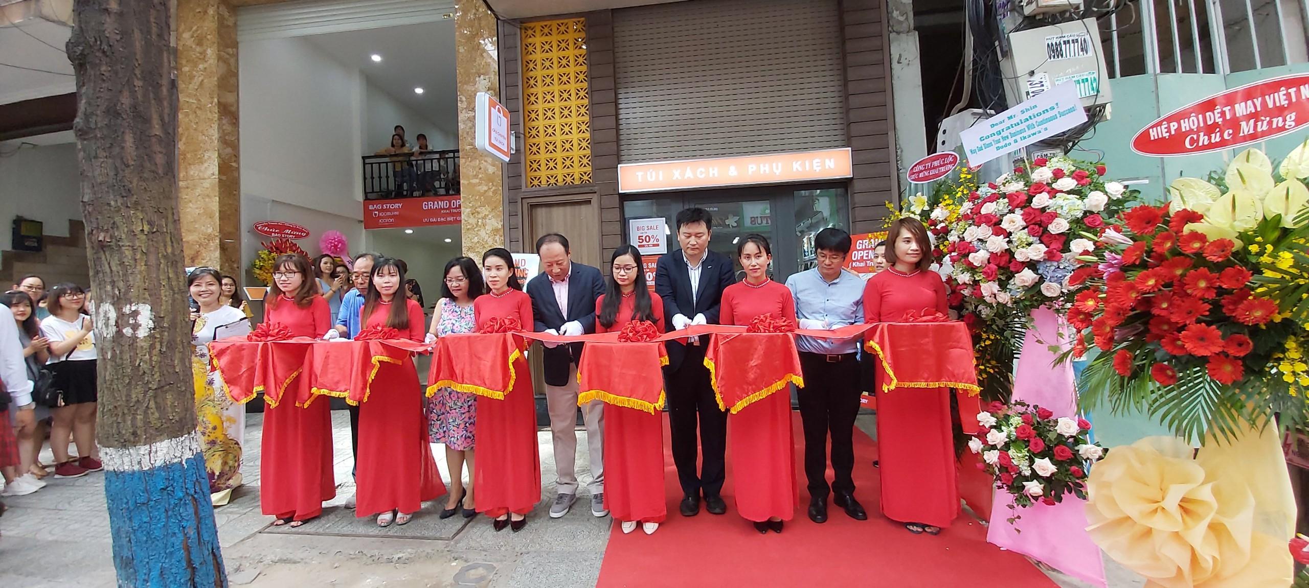 Công ty Vina Gio khai trương cửa hàng Bag Story tại TP.HCM