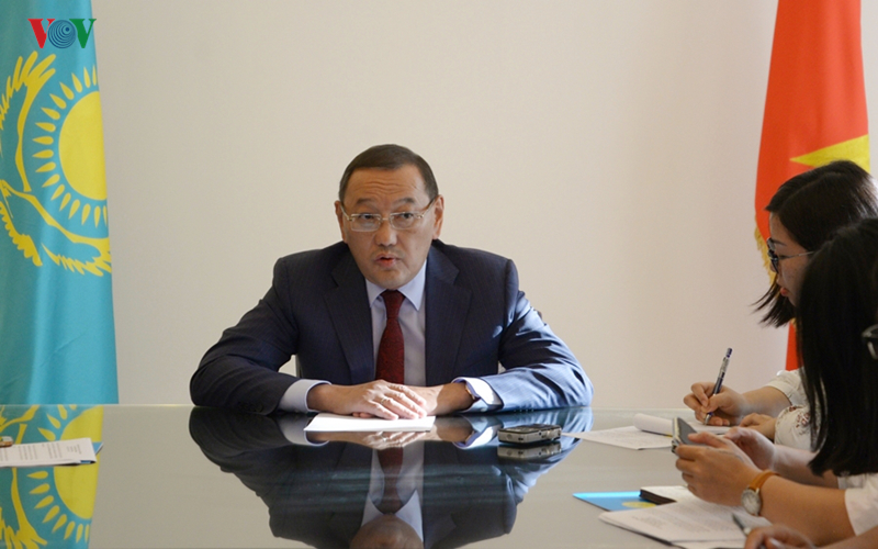 Kazakhstan tha thiết kêu gọi Việt Nam đầu tư vào lĩnh vực may mặc