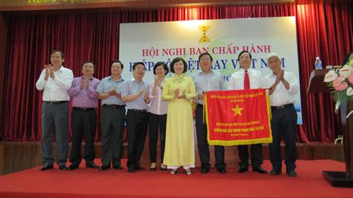 Hiệp hội Dệt May Việt Nam tổ chức Hội nghị Ban chấp hành lần thứ 9, khóa IV và đón nhận Cờ thi đua của Thủ tướng Chính phủ