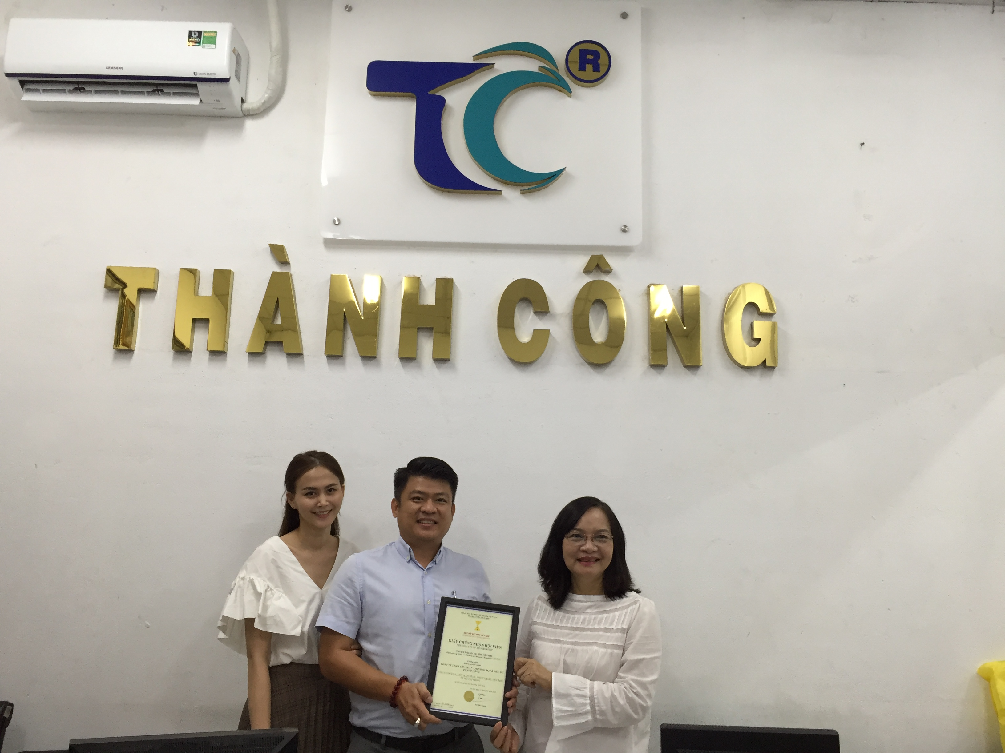 VITAS trao giấy chứng nhận hội viên mới cho Công ty TNHH SX TM & ĐT Thành Công