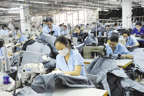 Khẩn trương hỗ trợ người lao động phải ngừng việc tại các doanh nghiệp bị thiệt hại