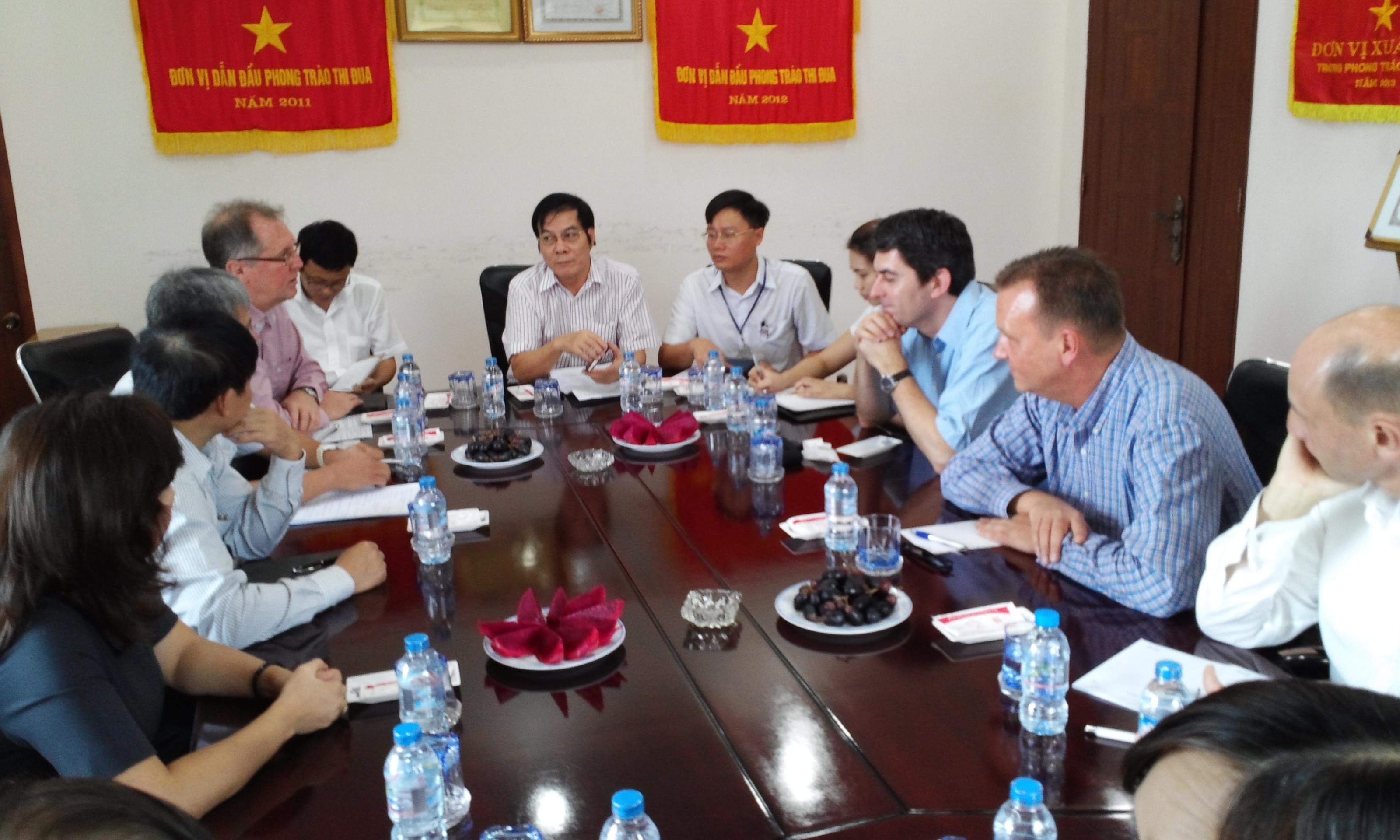 Đoàn Viện FES và Tổng lãnh sự CH LB Đức tại TP.HCM thăm và làm việc với CTCP Tổng Công ty May Đồng Nai